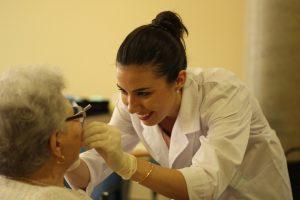 Revisió bucodental a malalt d'Alzheimer