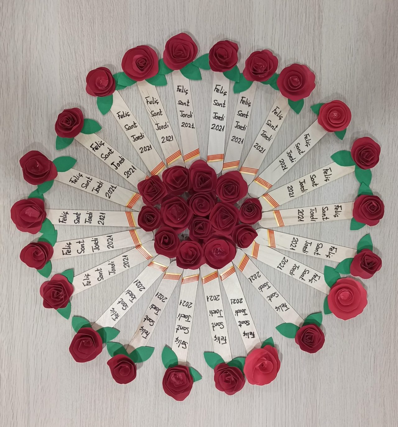 Amb molta il·lusió us desitgem una feliç Diada de Sant Jordi!!!